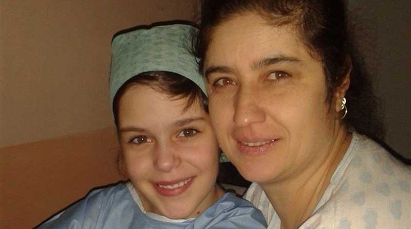 Lucia with her mum before surgery on 2hearts
